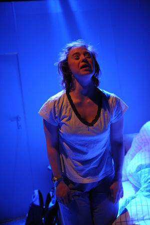 Sarah Gordy in Into the Blue