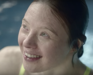 Sarah Gordy in ad for French bank
